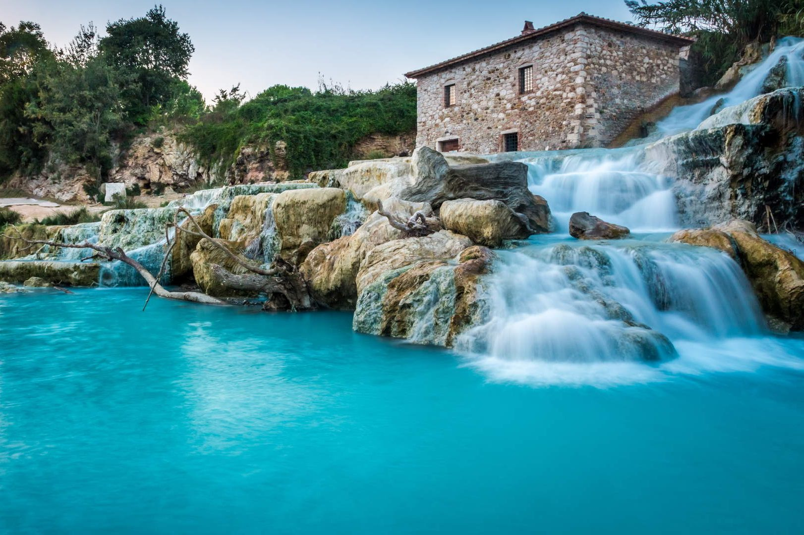 Canva-Natural-spa-with-waterfalls-in-Tuscany-Italy